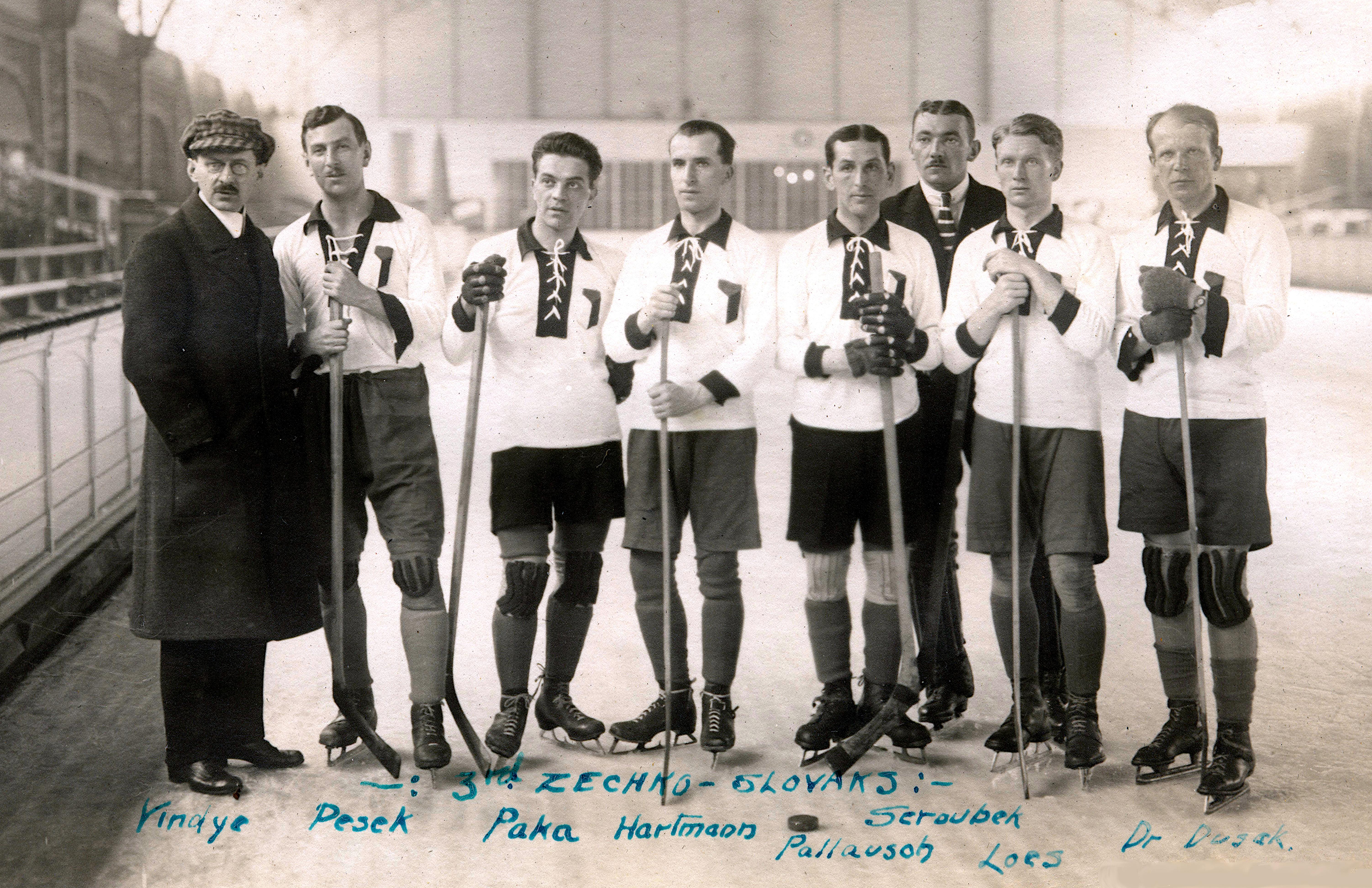 Ice hockey team in 1920