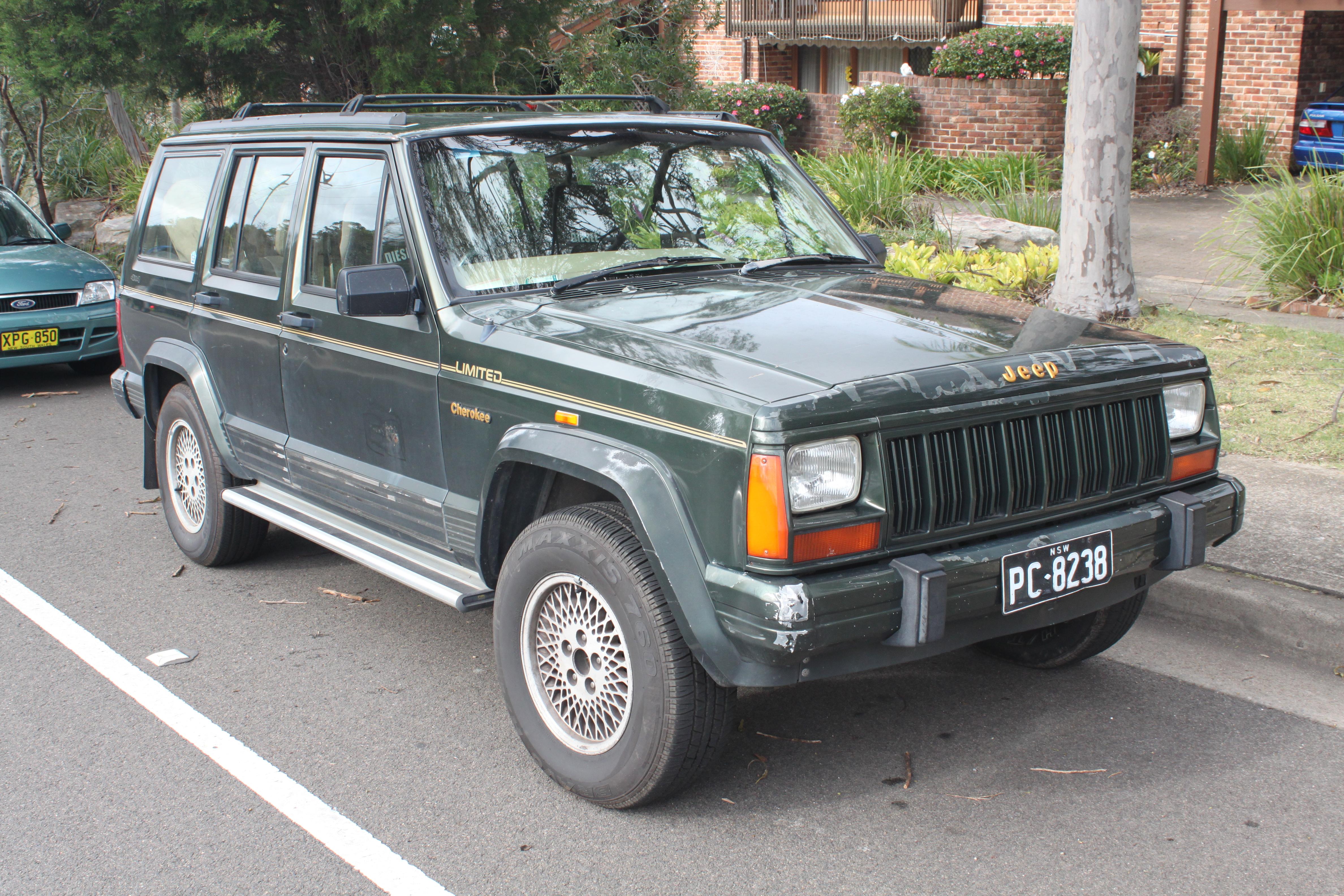 1994_Jeep_Cherokee_%28XJ%29_Limited_5-do
