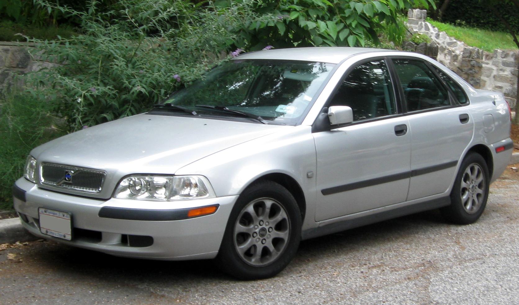 File 2000 2002 Volvo S40 06 11 2011 Jpg