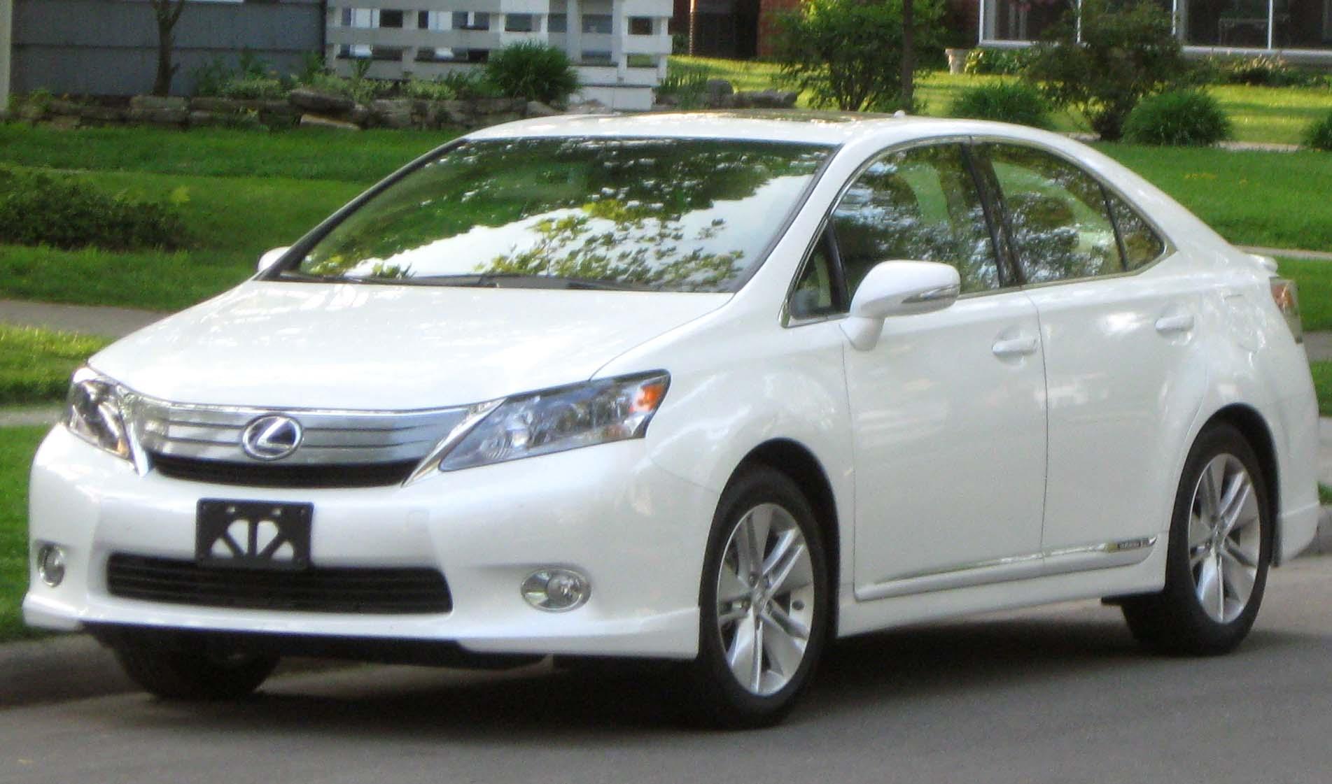 https://upload.wikimedia.org/wikipedia/commons/4/42/2010_Lexus_HS250h_--_04-30-2010.jpg