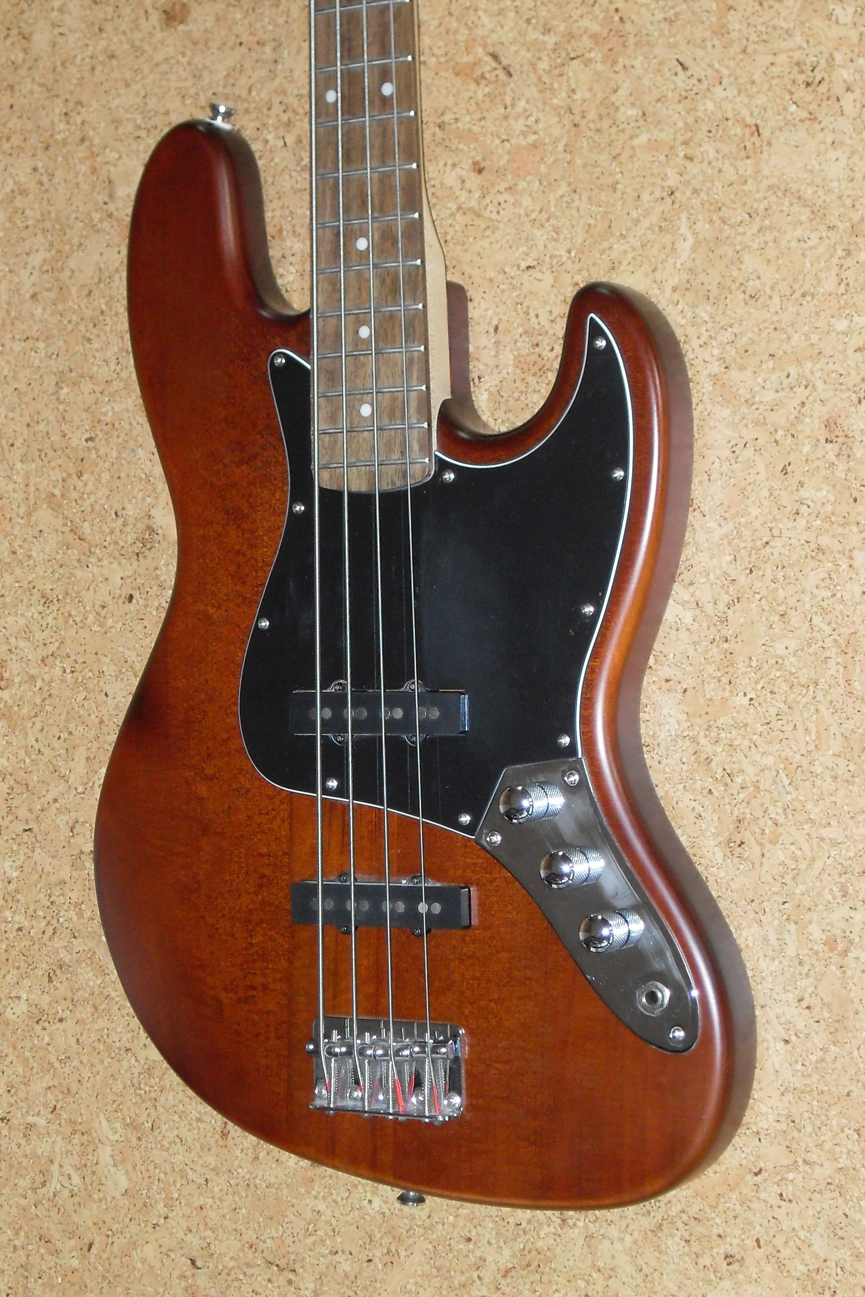 File 4-fender-squier-jazz-bass Jpg