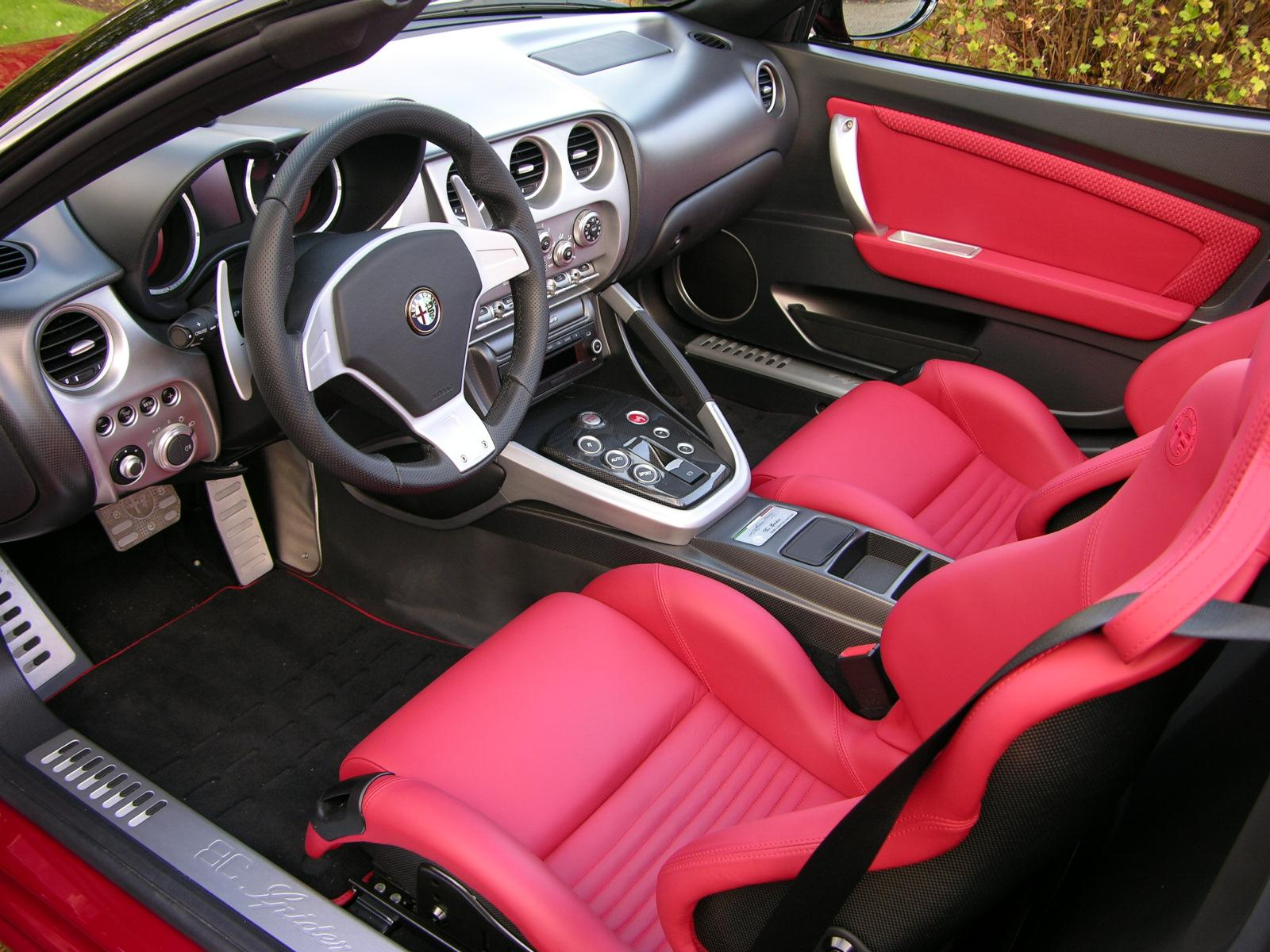 file alfa romeo 8c spider interior wikimedia commons. Black Bedroom Furniture Sets. Home Design Ideas