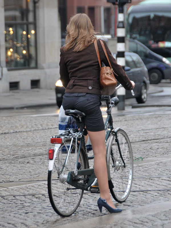 1321fe184d File Amsterdam cycle chic.jpg - Wikimedia Commons