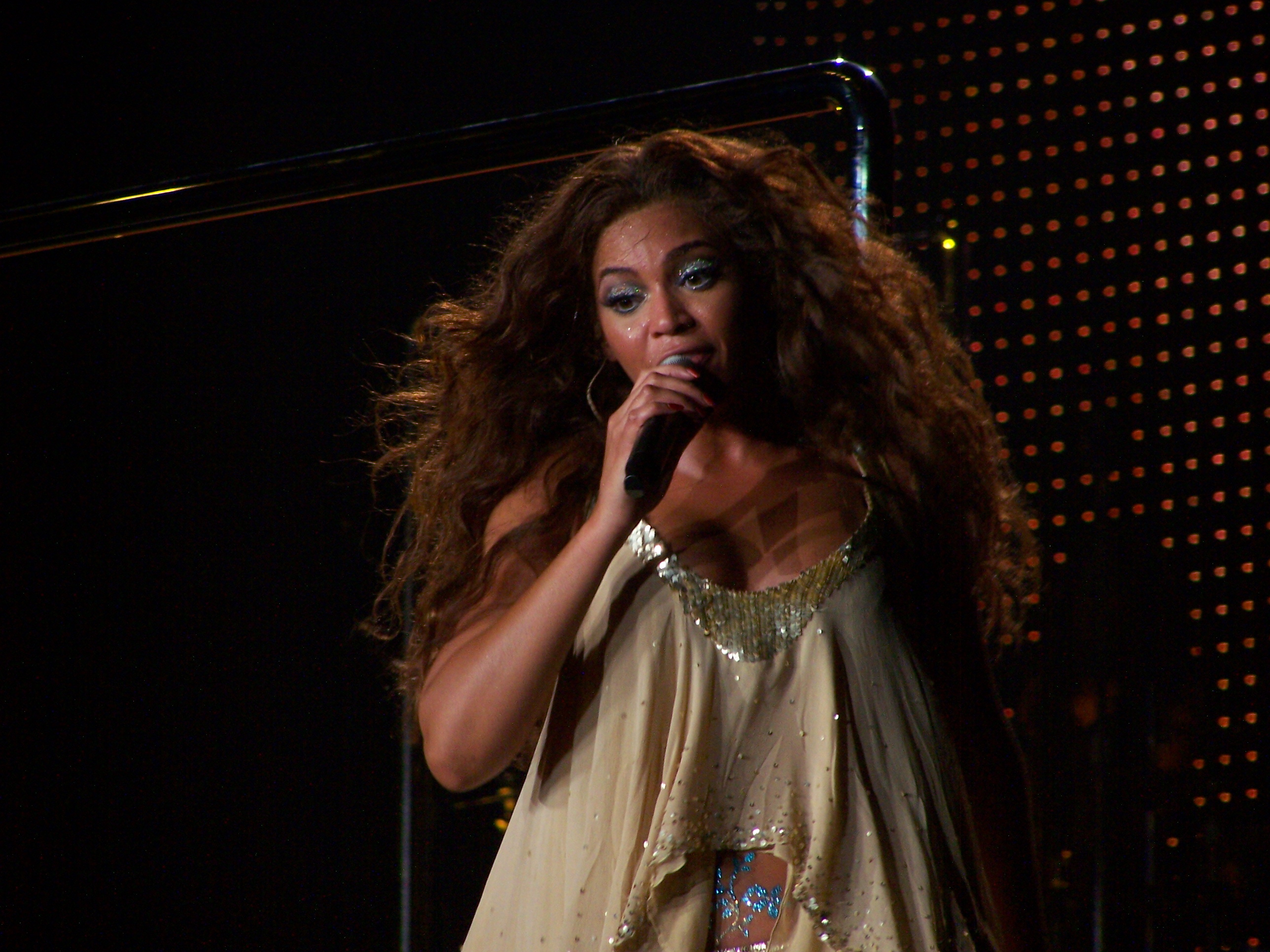 File:Another Beyonce photo - Barcelona 2007.jpg - Wikimedia Commons