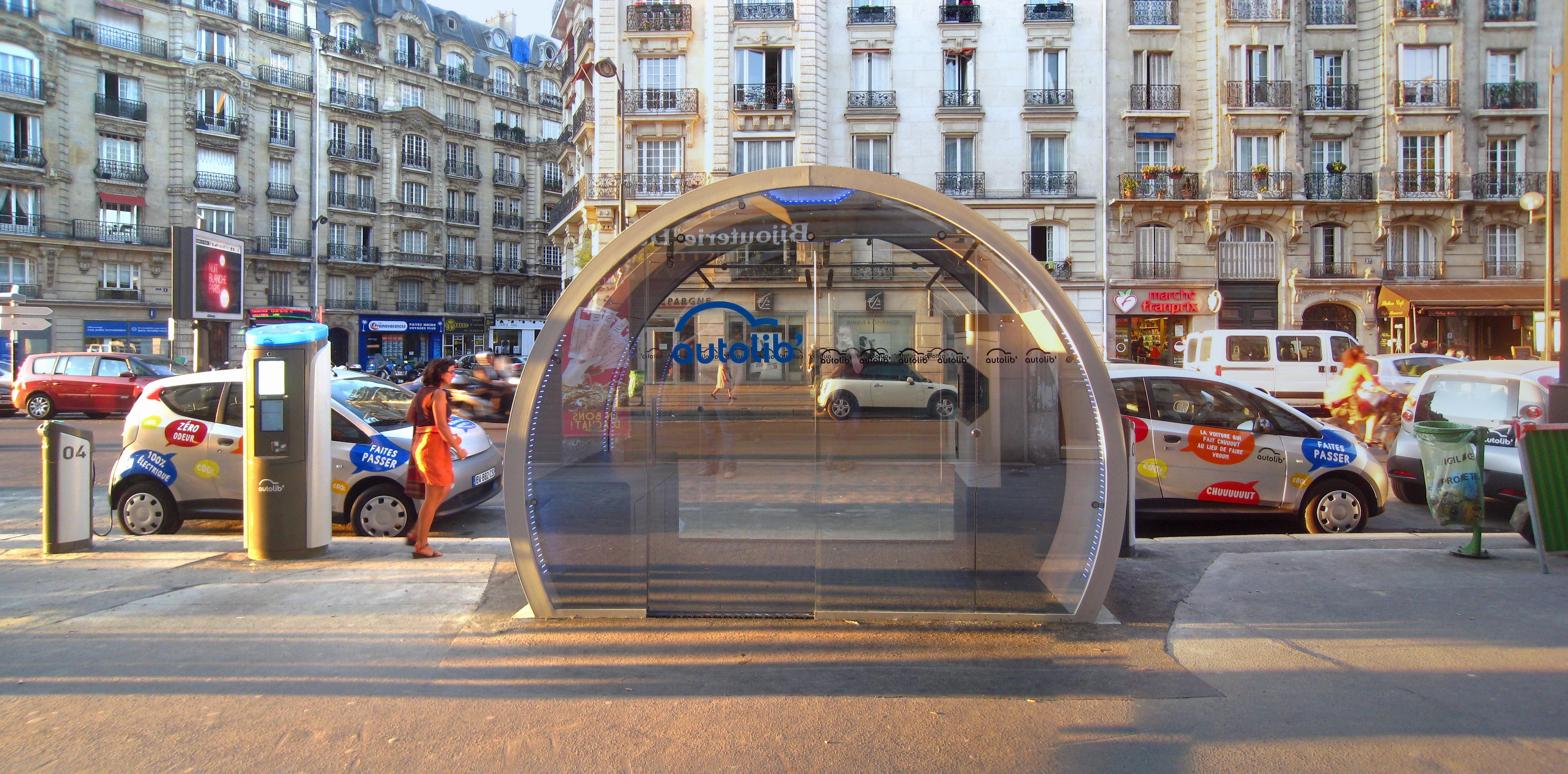Autolib%27_Station%2C_Paris%2C_Boulevard_Diderot_01.jpg