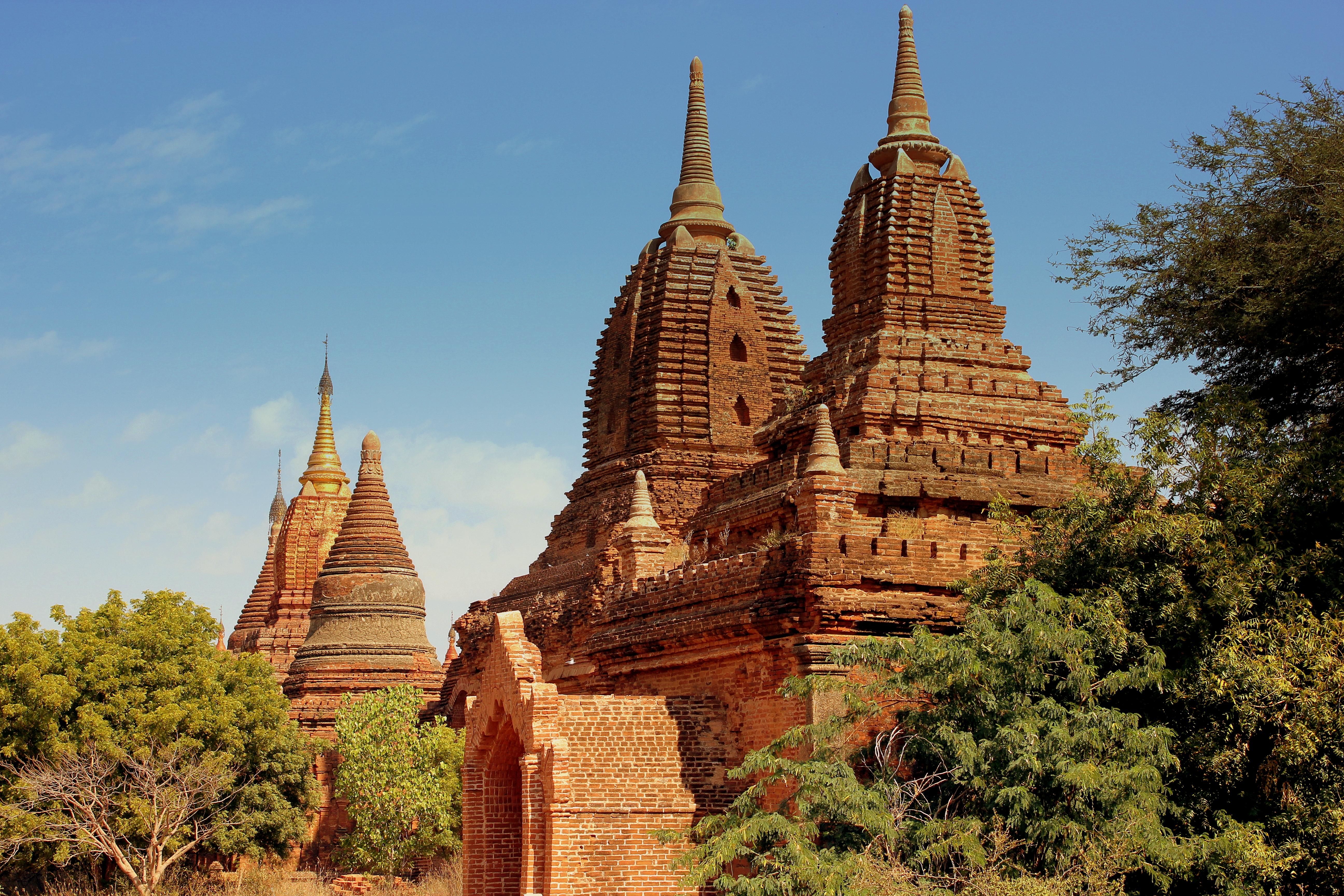 File:BAGAN TEMPLES MYANMAR FEB 2013 (8528068298).jpg