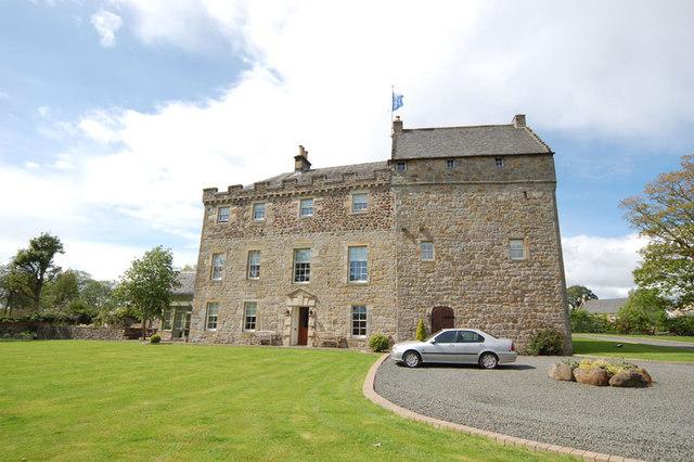 Bardowie Castle (geograph 3289907)