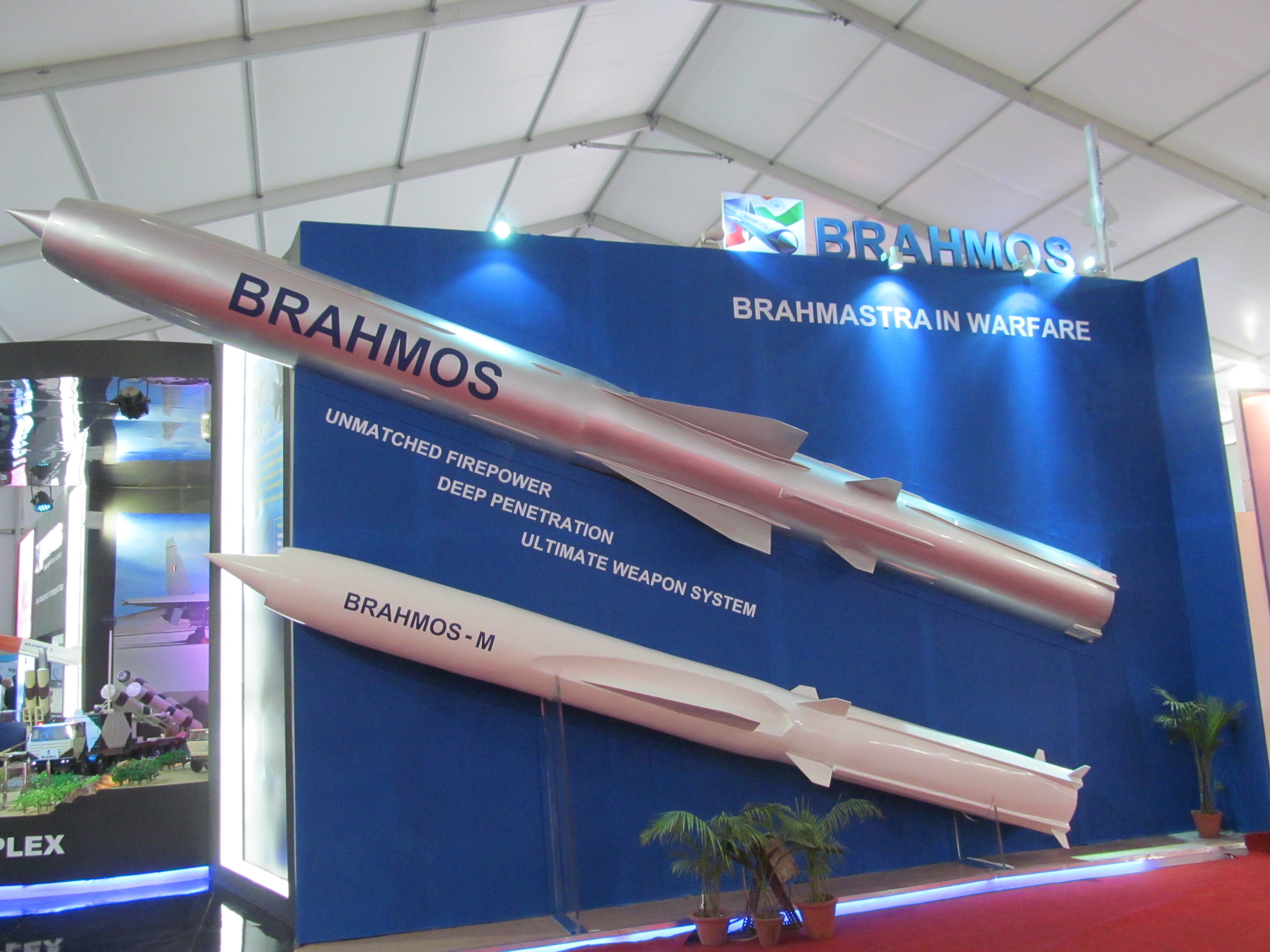Indian Navy MiG-29Ks Brahmos_and_Brahmos-M_size_comparison