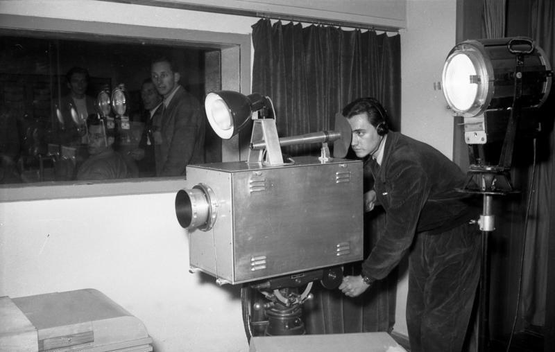 Bundesarchiv Bild 183-17697-0002, Berlin, Fernsehkamera bei Aufnahme.jpg