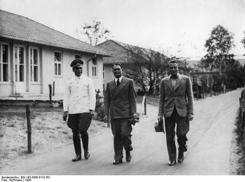 File:Bundesarchiv Bild 183-2008-0122-501, Besuch im Olympischen Dorf, Hess, Fürstner, Leitgen.jpg