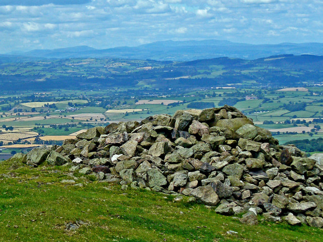 Cairn at summit of Corndon Hill - geograph.org.uk - 652738