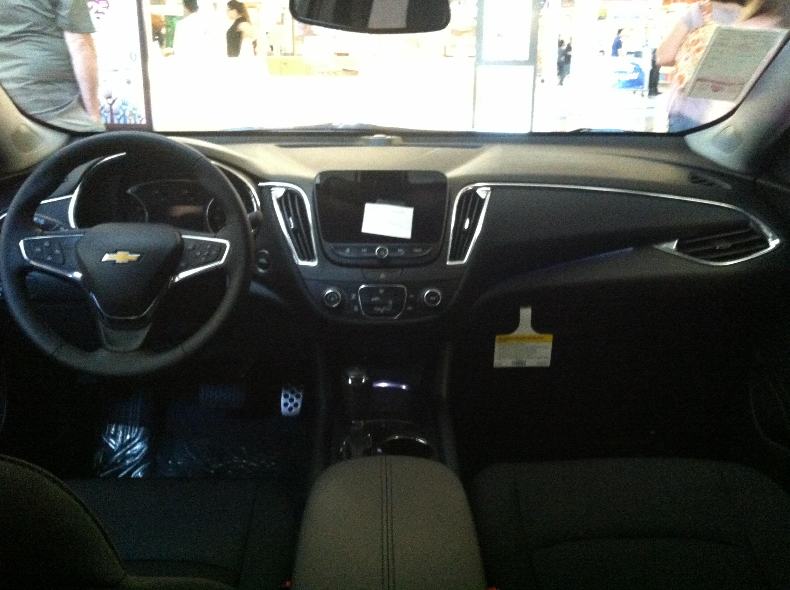 File:Chevrolet Malibu 2017 Interior