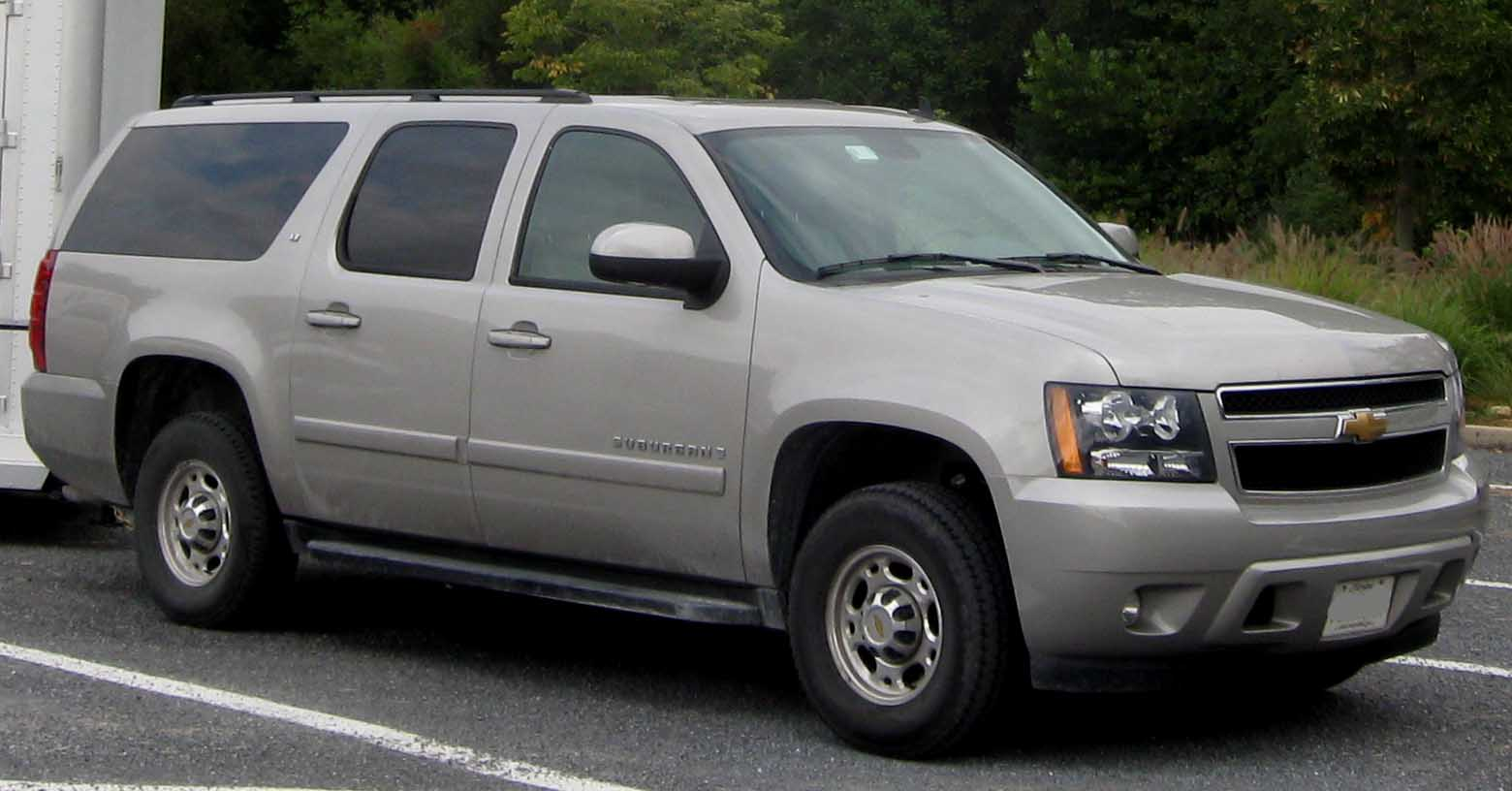Description Chevrolet Suburban LT GMT900.jpg