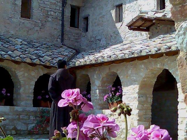 File:Chiostro dello Speco, Narni, Italy.jpg