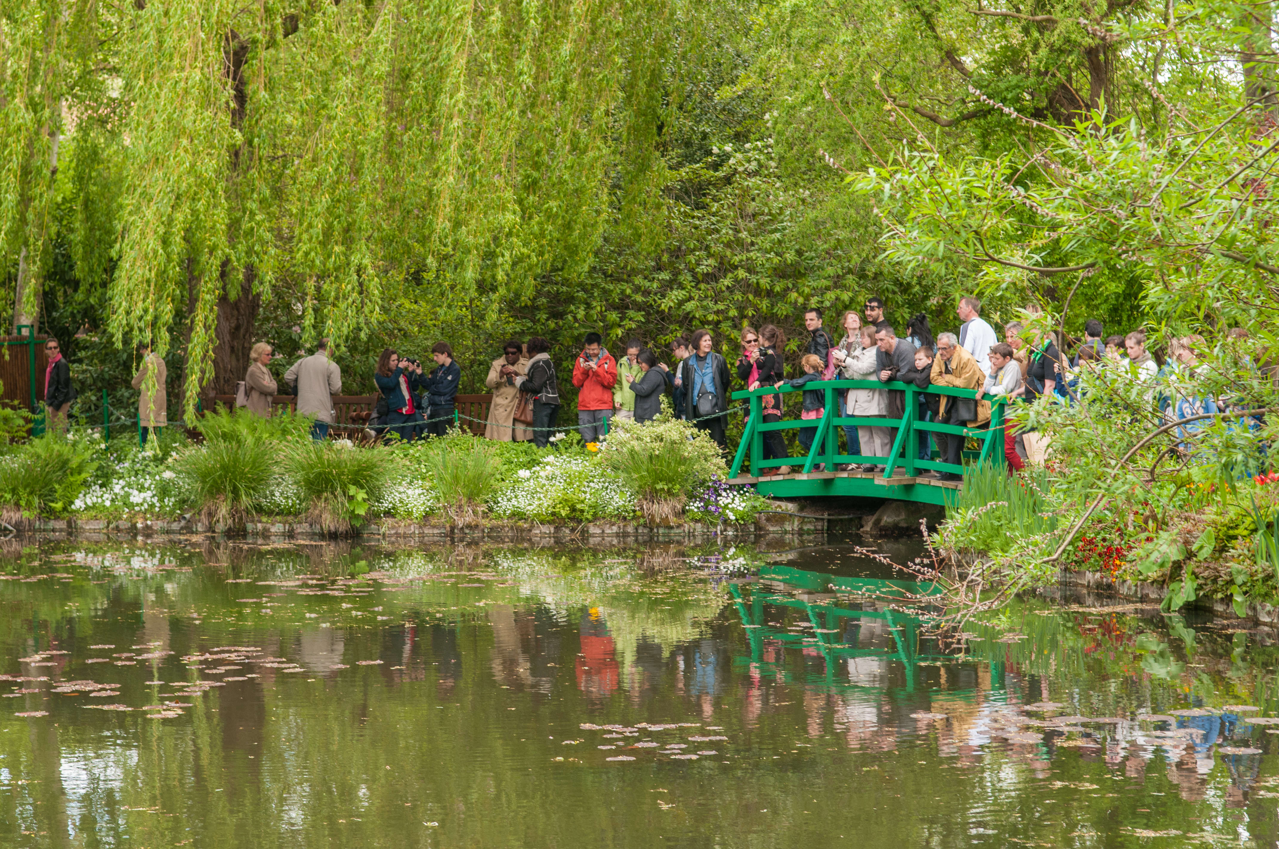 File:Claude Monet house and garden in Giverny (8742618284).jpg ...