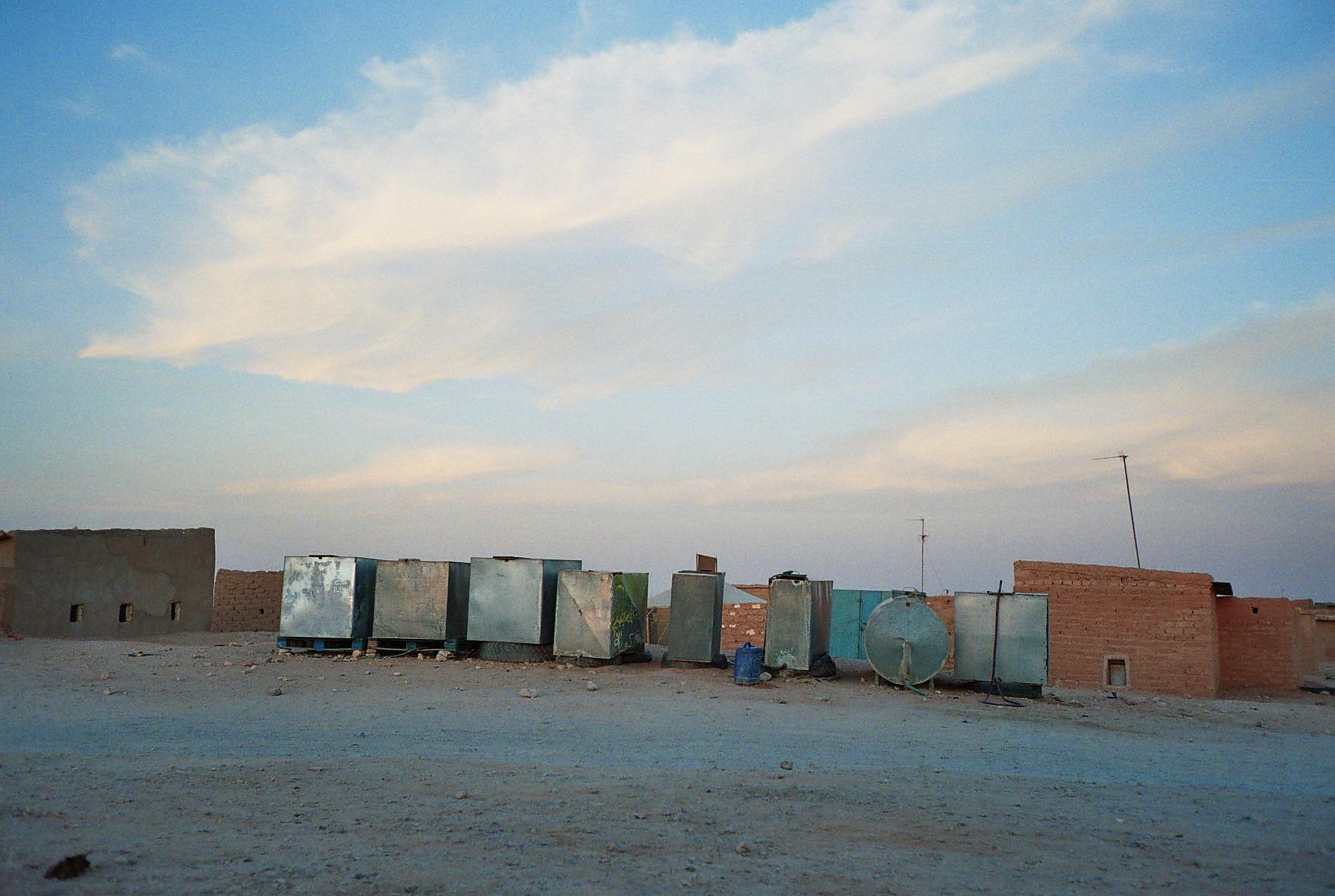 File contenedores de agua en la wilaya de smara en los - Contenedores de agua ...