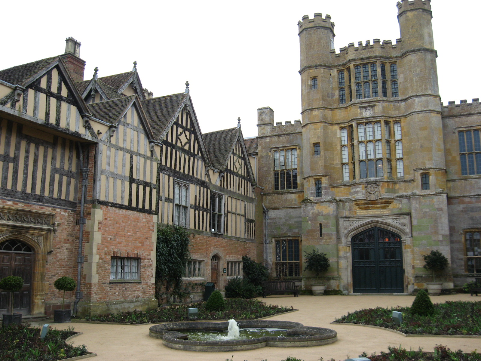 Coughton Court Wikimedia Commons