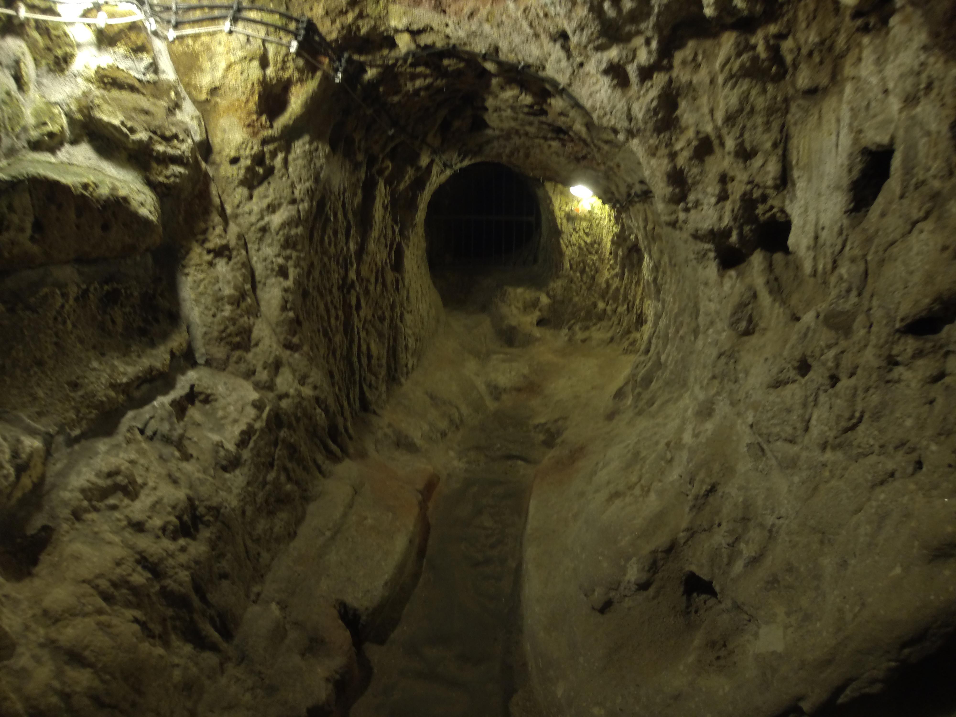 File:Derinkuyu Underground City 9778 Nevit.jpg
