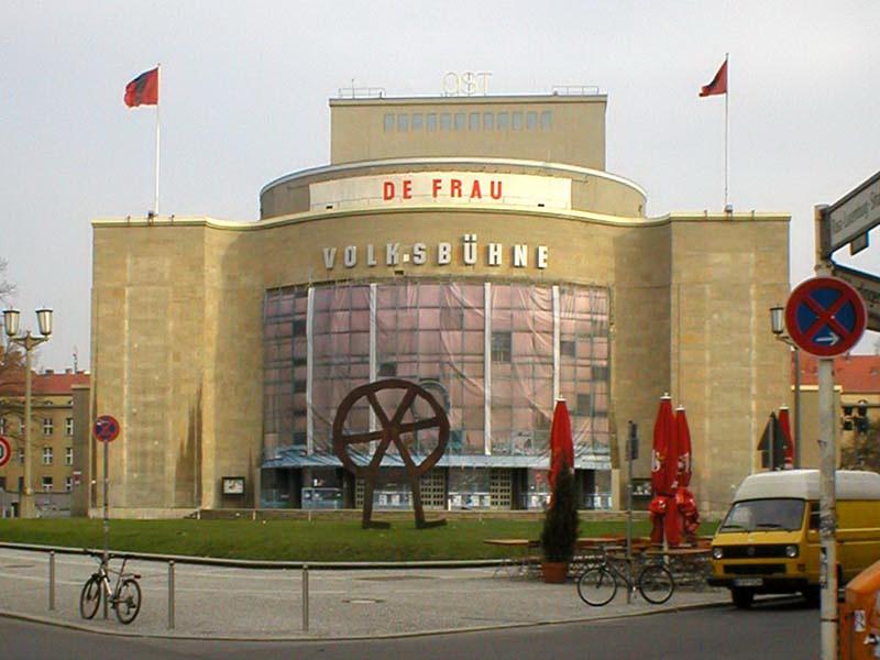 """Die Volksbühne Berlin zeigt Jonathan Meeses Theaterproduktion """"De Frau"""".jpg"""