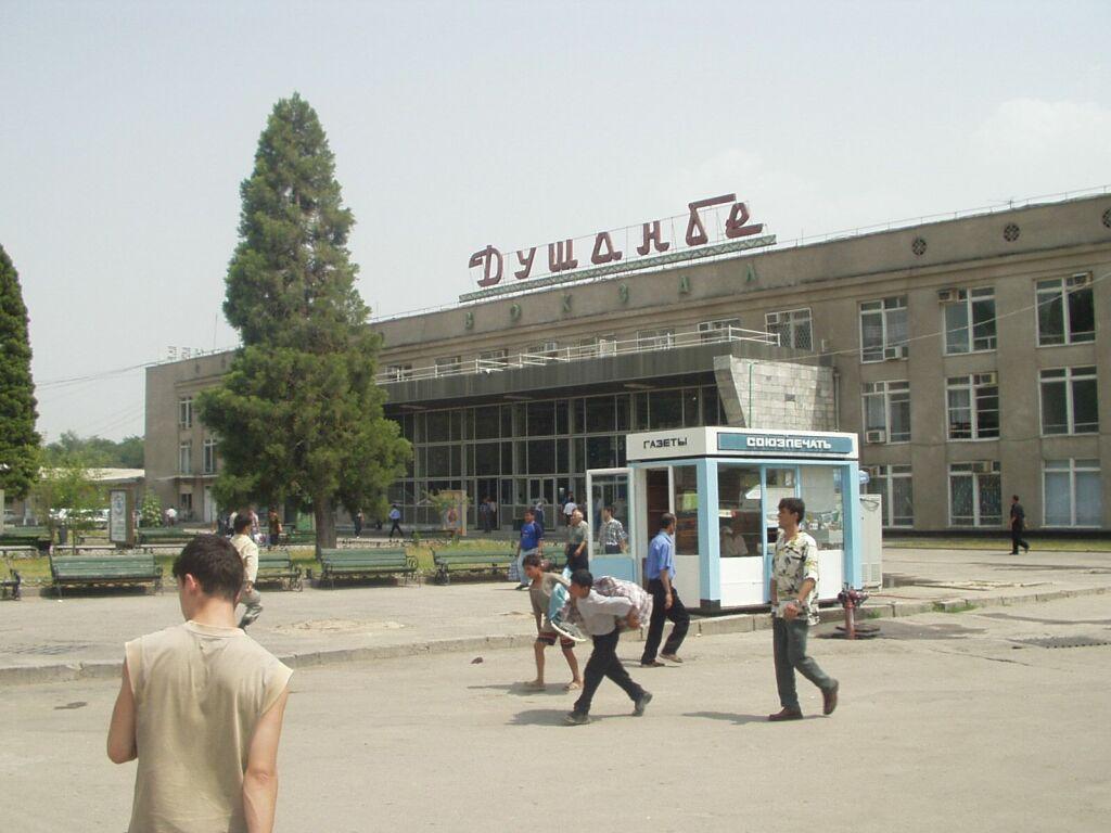 Здание вокзала в Душанбе
