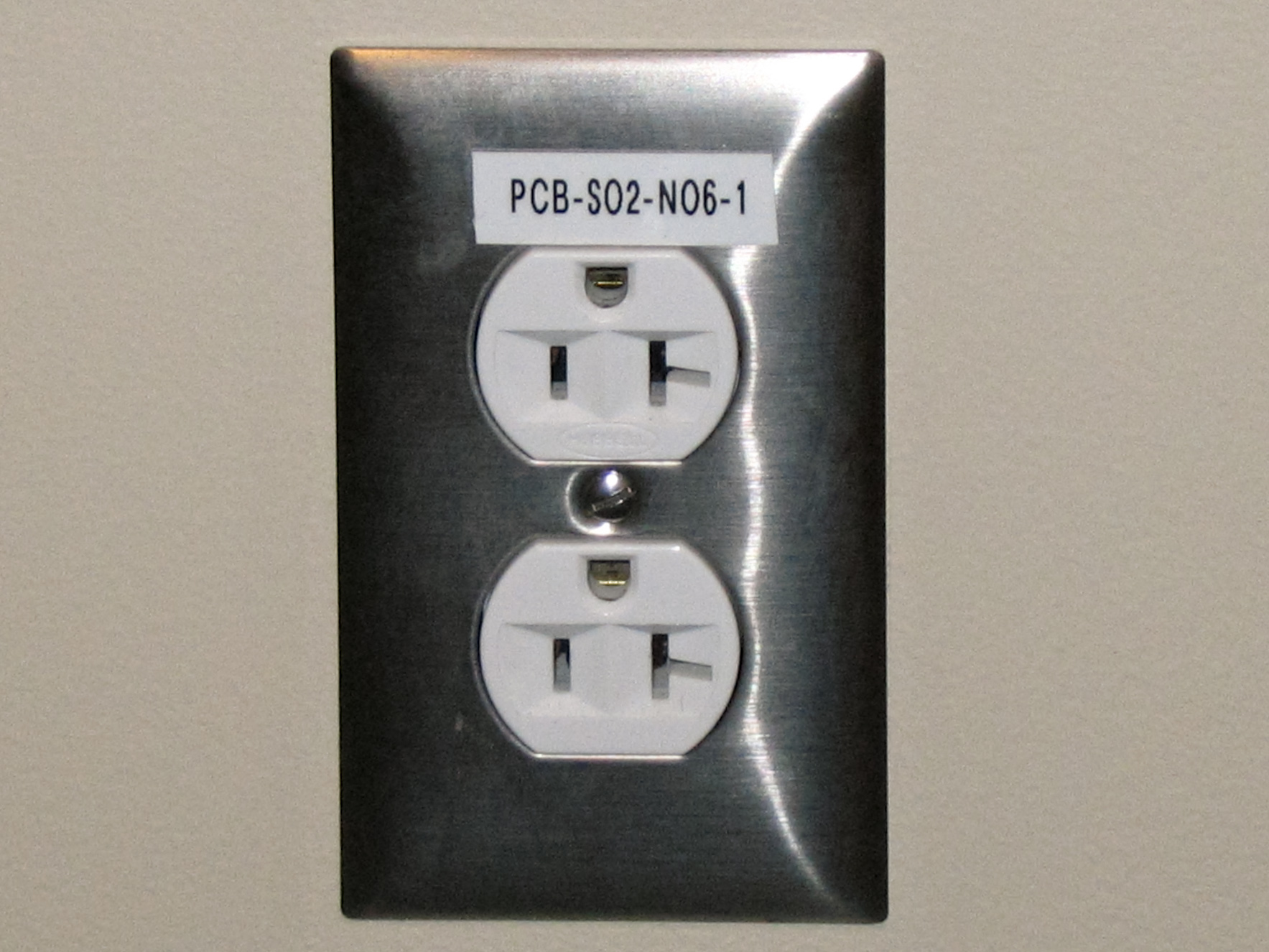 File:Electrical outlet with label.jpg - Wikimedia Commons