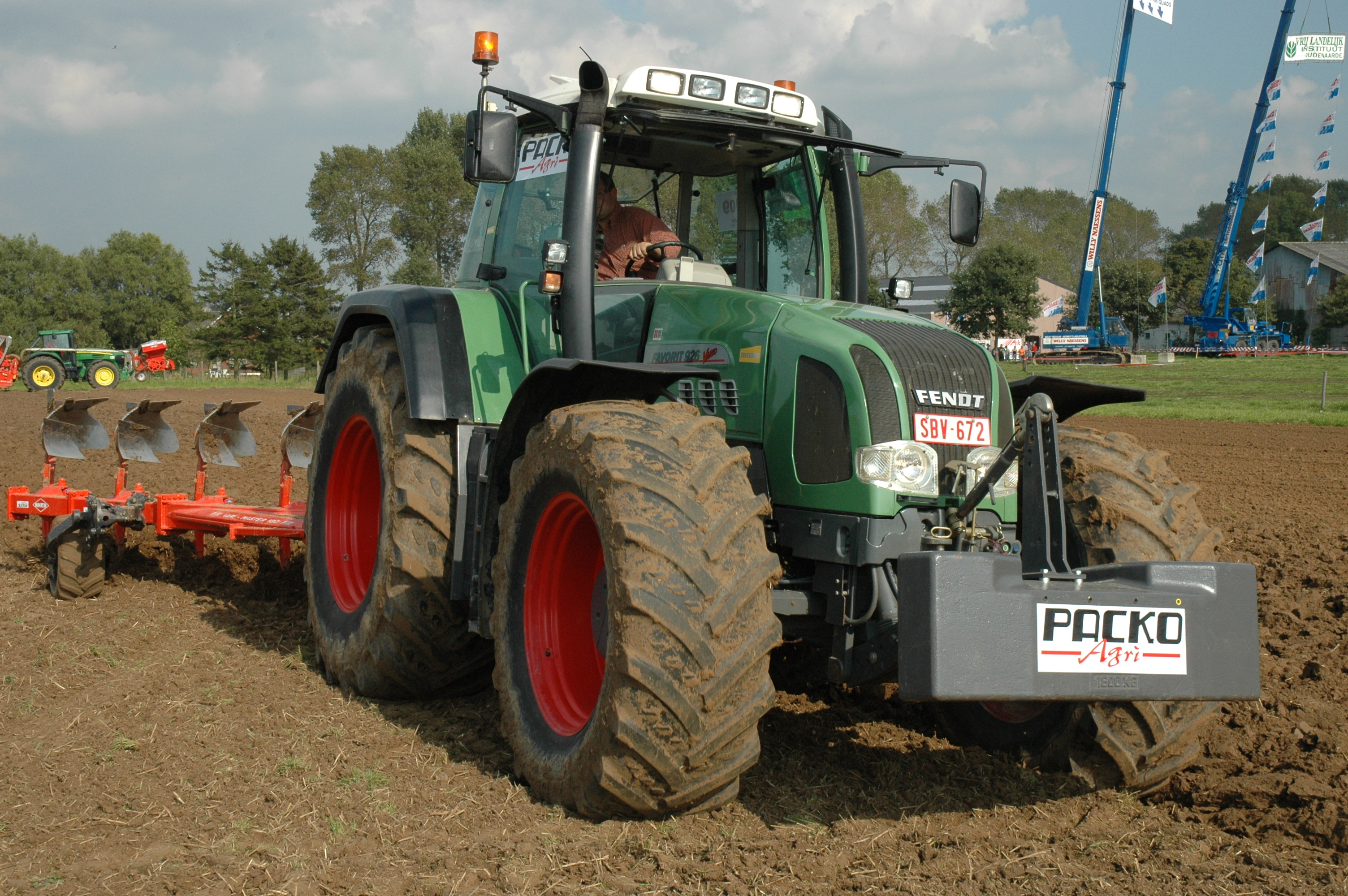 File:Fendt Favorit 926 Vario with Kuhn Vari-Master 180 b.jpg