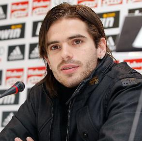 The 32-year old son of father (?) and mother(?) Fernando Gago in 2018 photo. Fernando Gago earned a 3 million dollar salary - leaving the net worth at 17 million in 2018