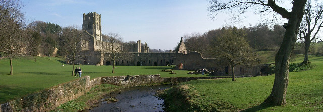 File:Fountains Abbey - geograph.org.uk - 103234.jpg