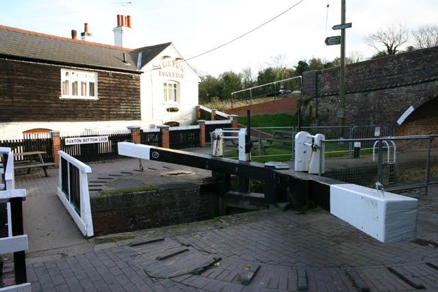 Foxton Bottom Lock and Inn - geograph.org.uk - 372859