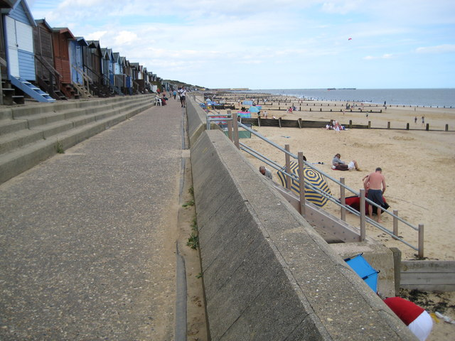 Frinton-on-Sea, Sea defence wall - geograph.org.uk - 1474084