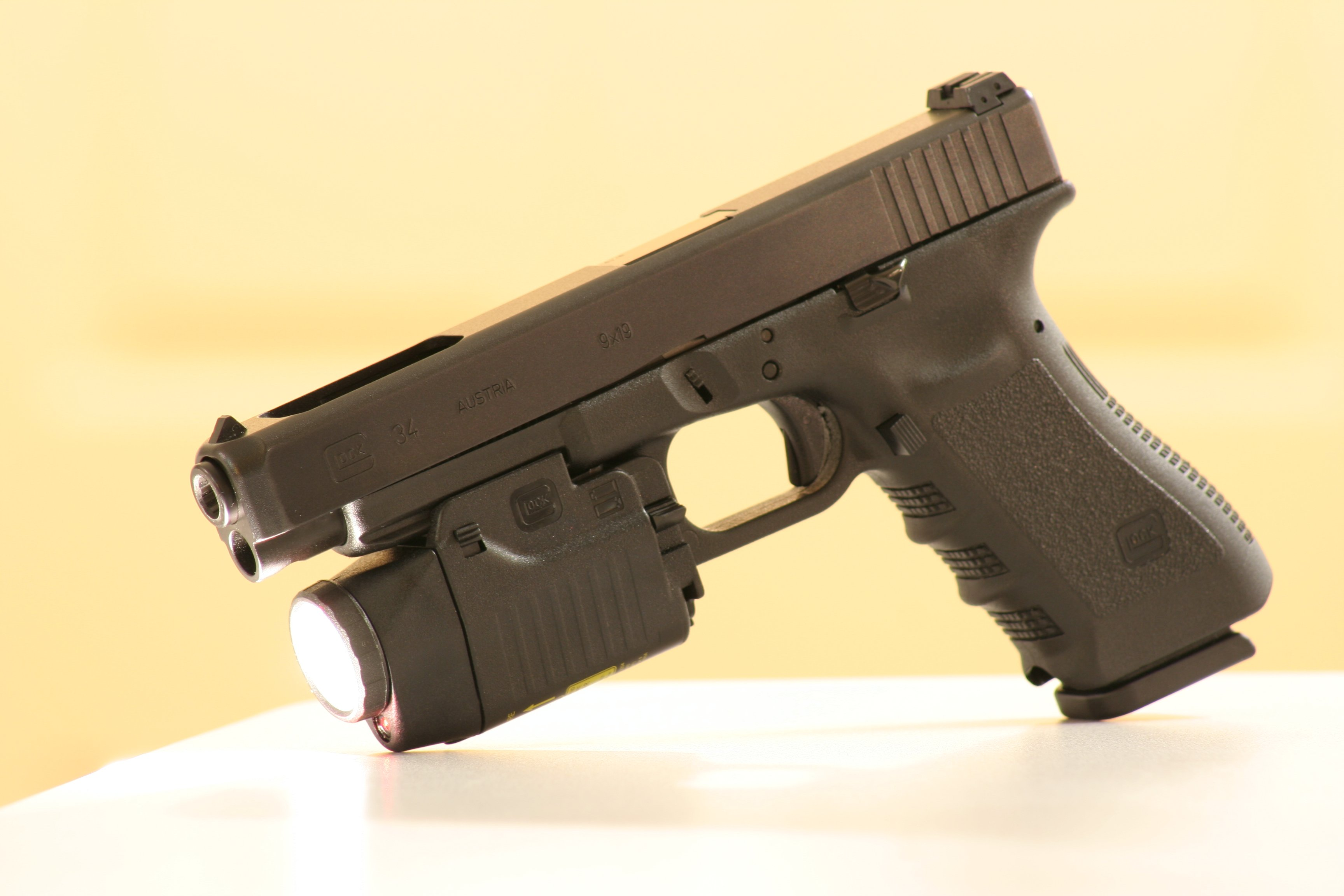 Description Glock34 with gtl22.jpg