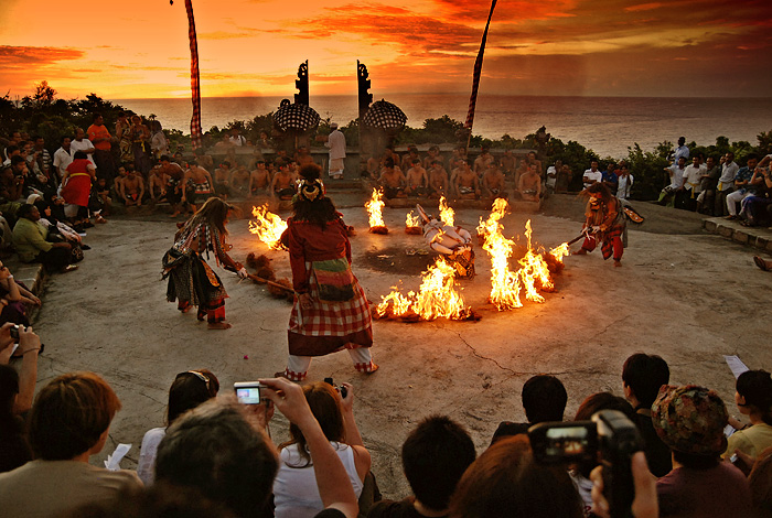File:Hanoman Kecak Dance Uluwatu sunset.jpg