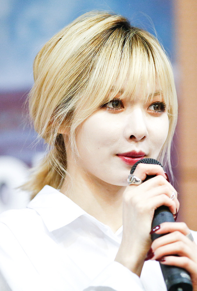 File:HyunA at Trouble Maker fan event, 2013 03.jpg ...