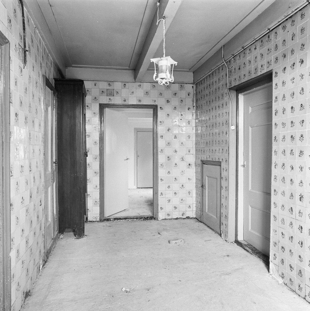 File:Interieur, gang met betegelde wanden - Driesum - 20064348 - RCE ...