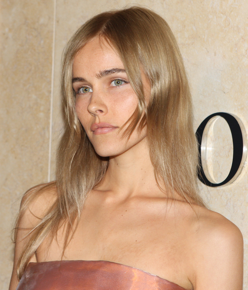 The 33-year old daughter of father Andrew Lucas and mother Beatrice Lucas Isabel Lucas in 2018 photo. Isabel Lucas earned a  million dollar salary - leaving the net worth at 5 million in 2018