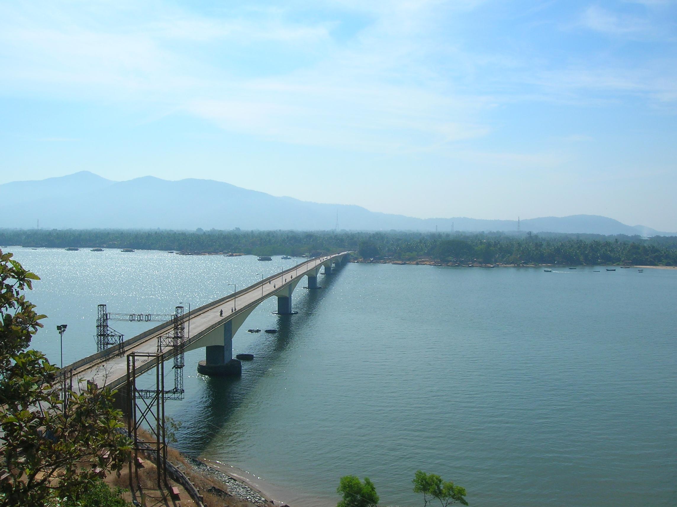 Description Kali river bridge.jpg