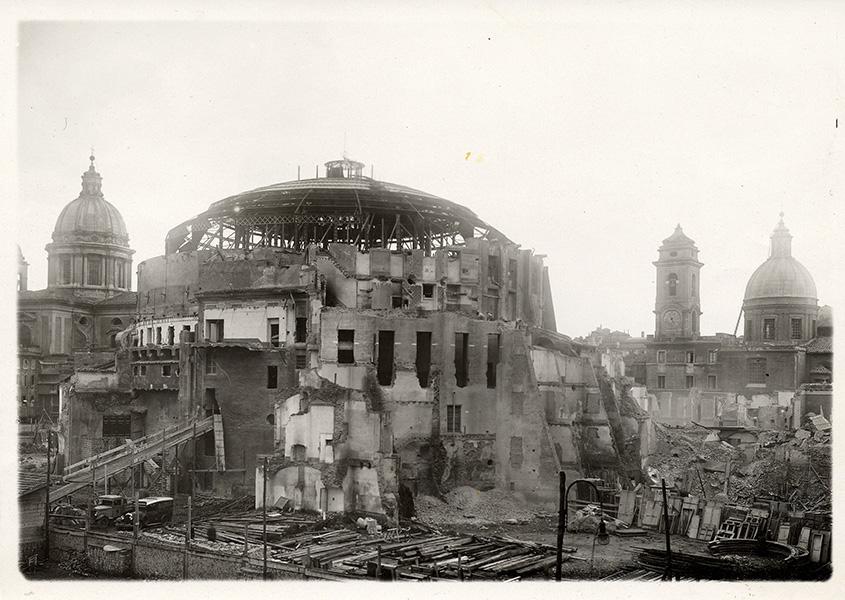 L'auditorium Augusteo-Correa sur le Mausolée d'Auguste pendant sa destruction en 1936 2.jpg