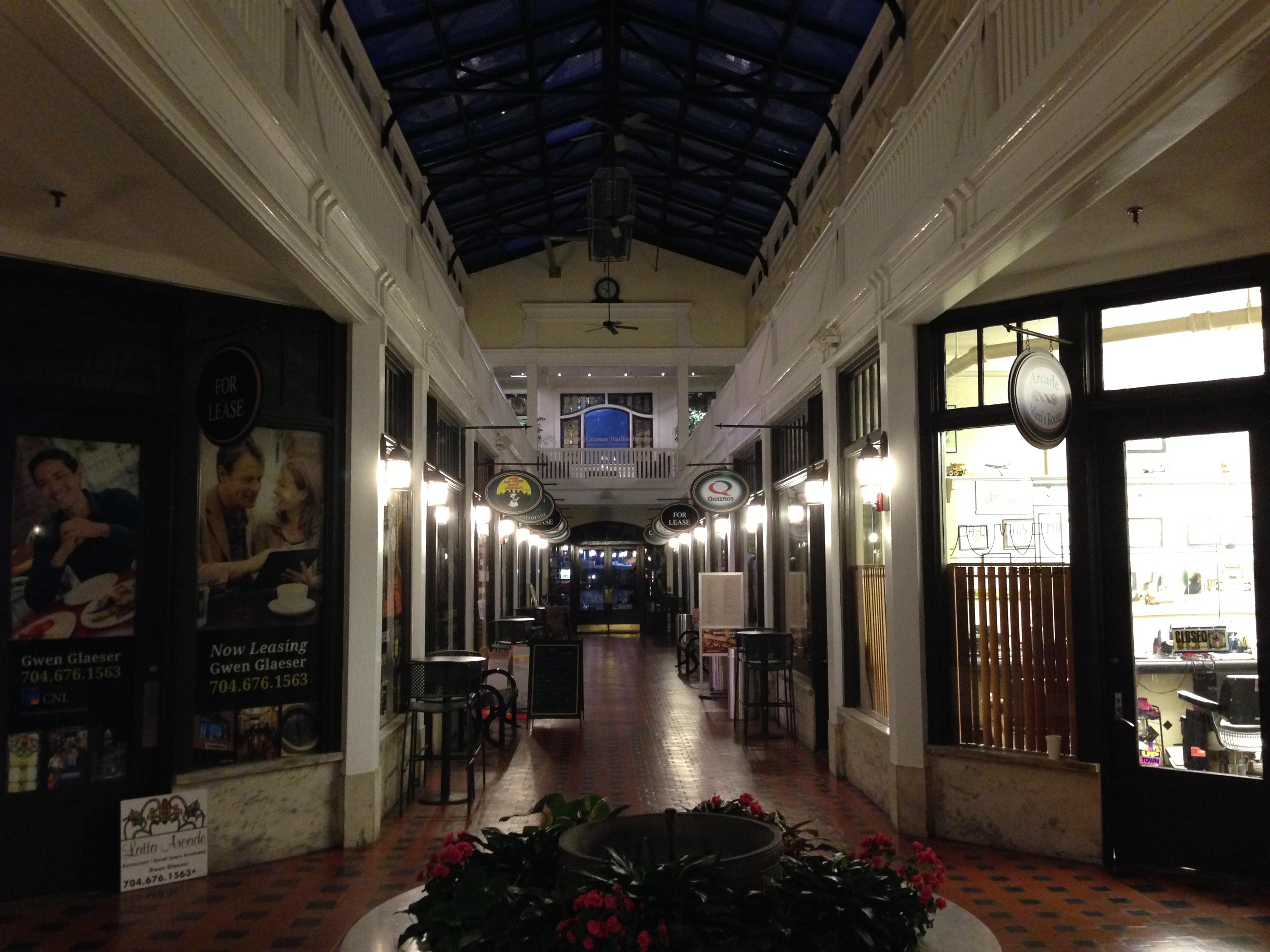 File latta arcade interior charlotte nc jpg wikipedia for Charlotte interiors