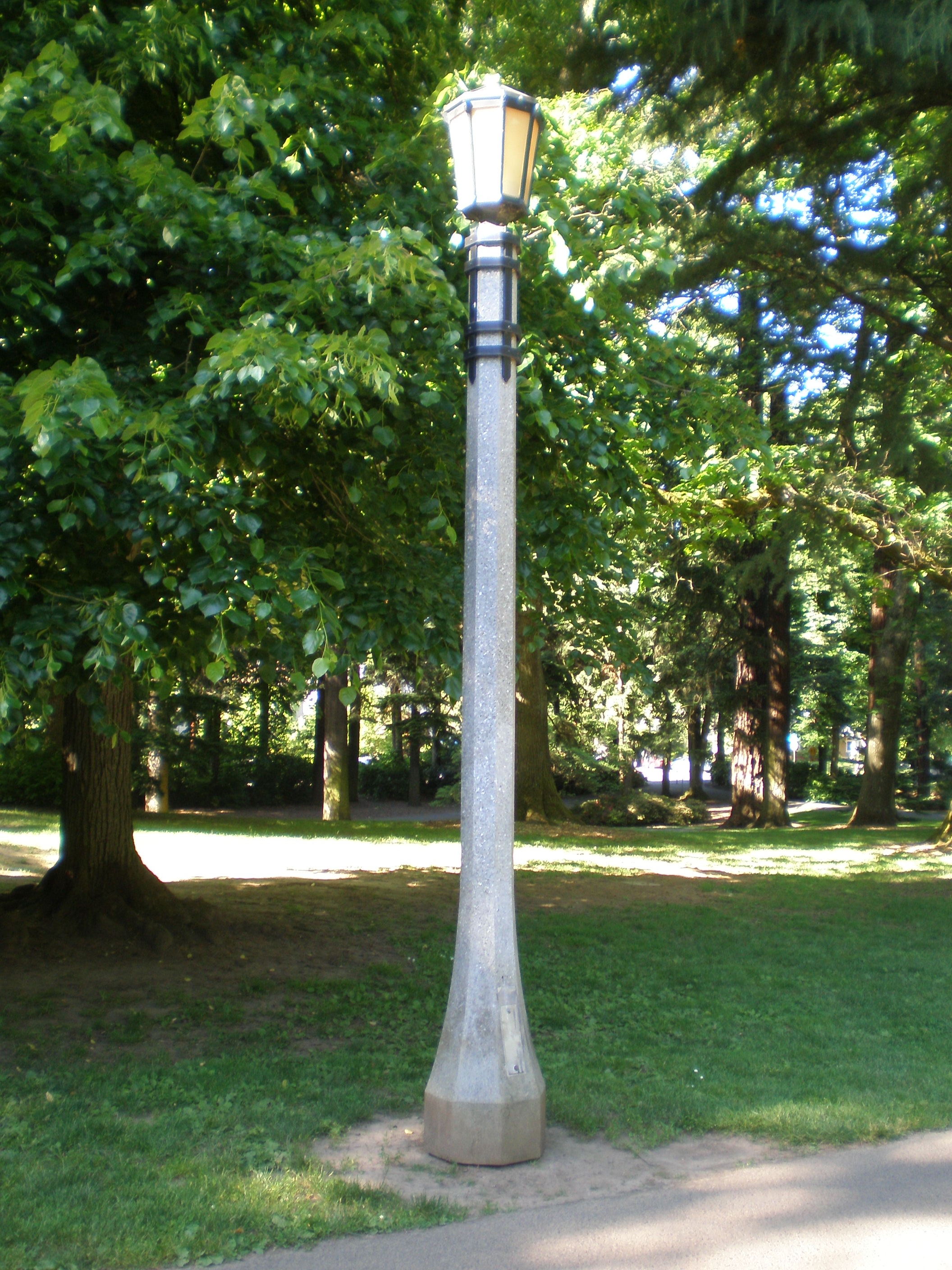 File light laurelhurst wikimedia commons for Installer un lampadaire exterieur