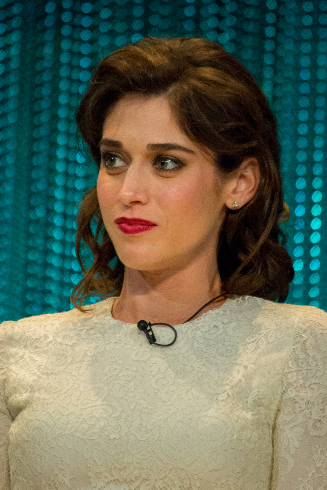 The 36-year old daughter of father (?) and mother(?) Lizzy Caplan in 2018 photo. Lizzy Caplan earned a  million dollar salary - leaving the net worth at 4 million in 2018