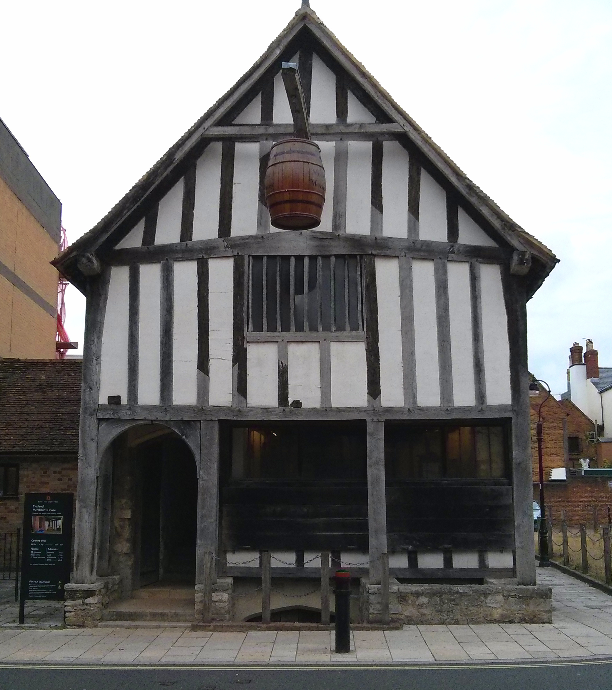 File:Medieval Merchant's House Front View.jpg - Wikimedia ...