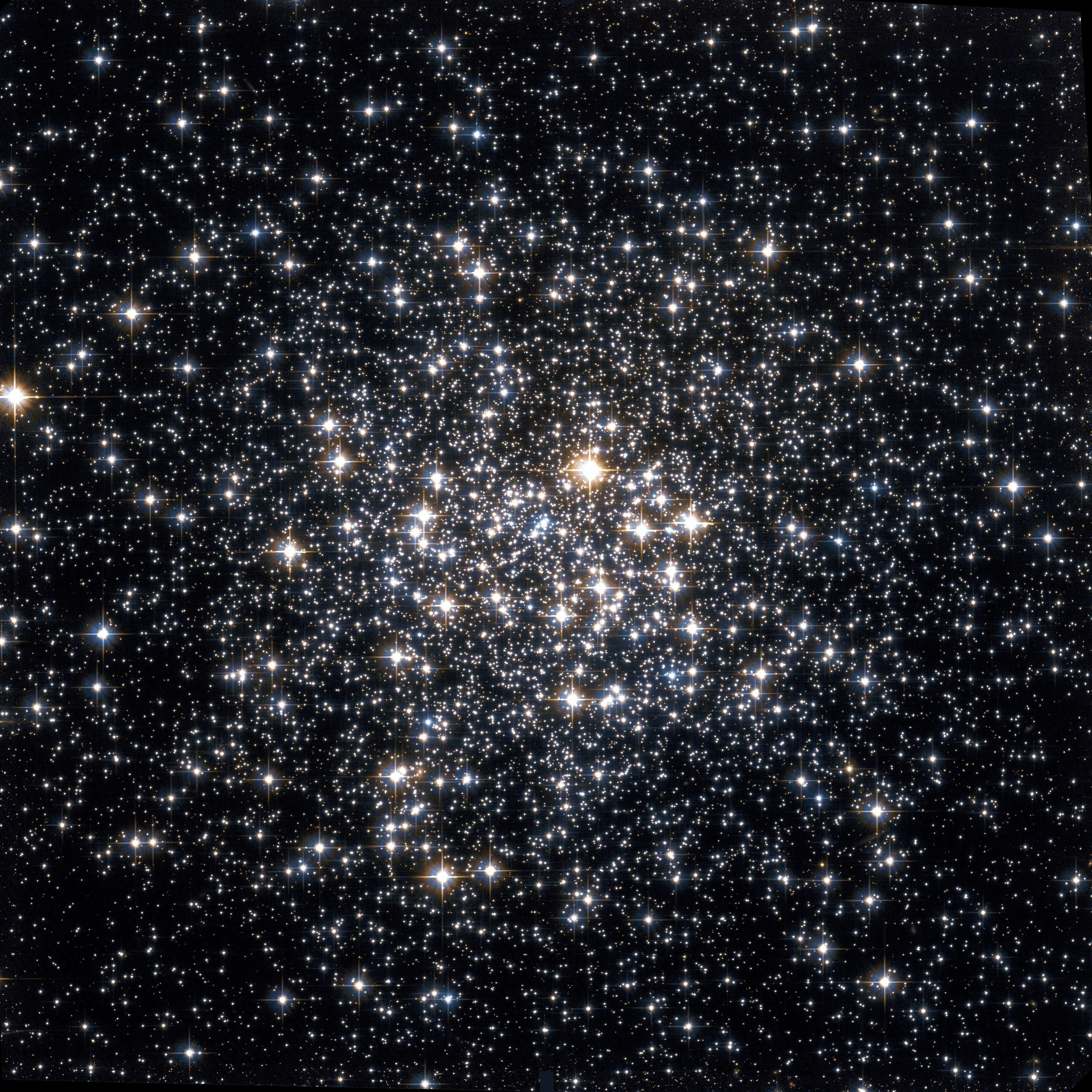 Messier 107 Hubble WikiSky.jpg