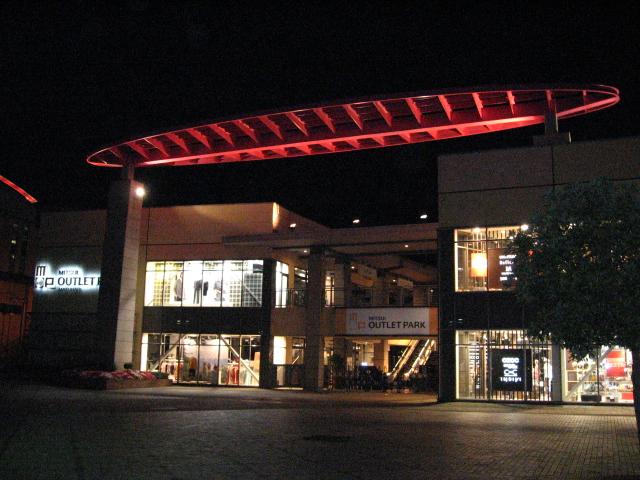 File:Mitsui Outlet Park Makuhari 2.jpg