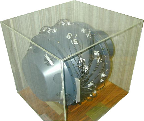 File:Model First Nuclear Bomb.jpg