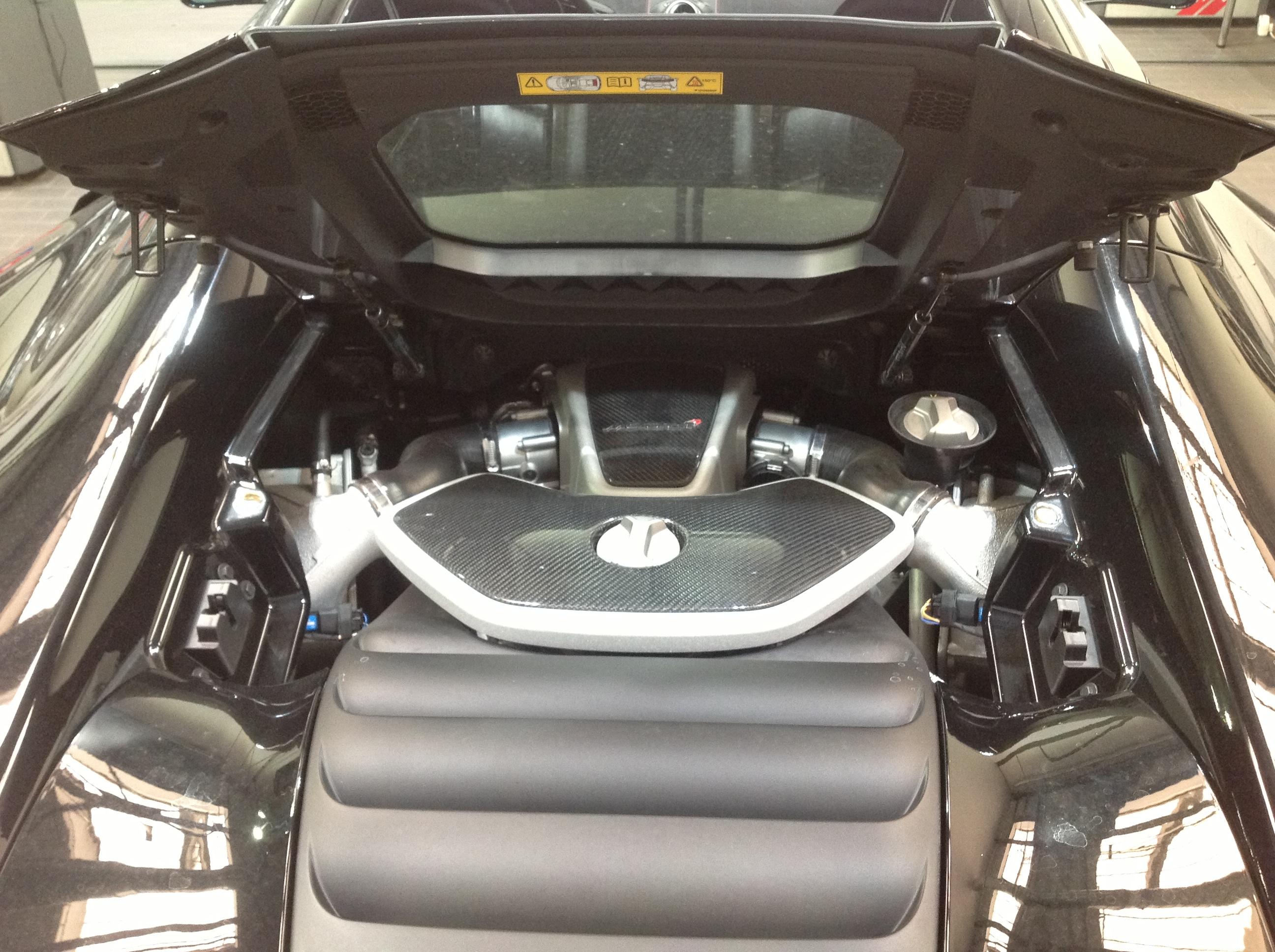Datei:Open bonnet of McLaren 650S.JPG – Wiktionary