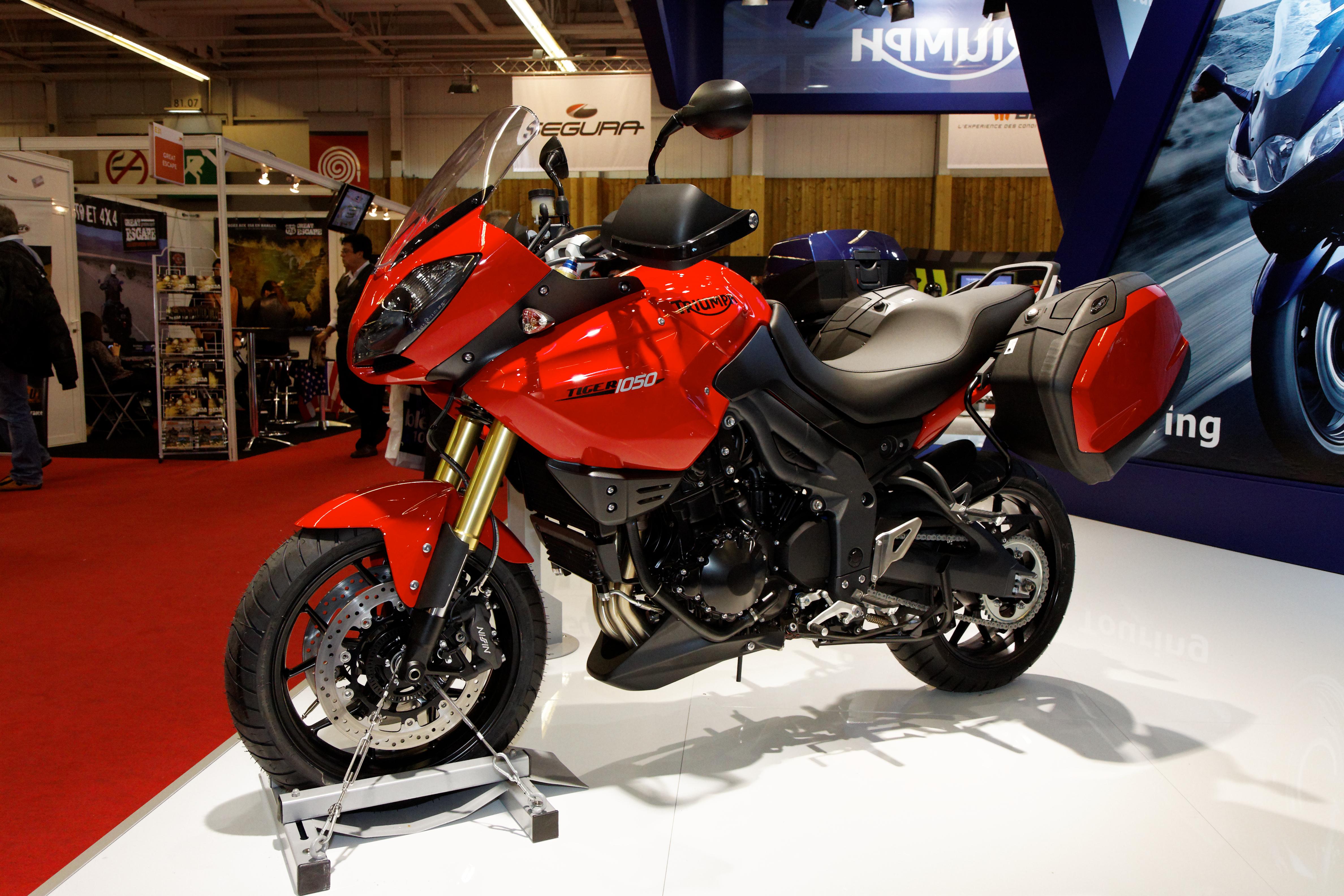 Moto Triumph 1050 Idea Di Immagine Del Motociclo