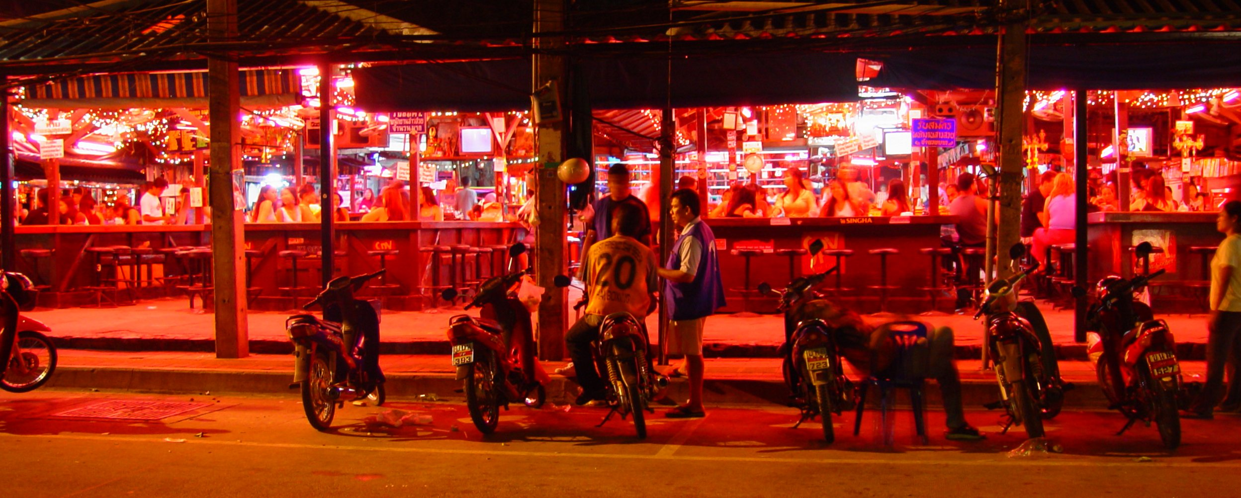 Pattaya Wikivoyage Or You Go For Instance To The Electronic Shop Downstairs At Tukcom Open Air Beer Bars On Beach Road