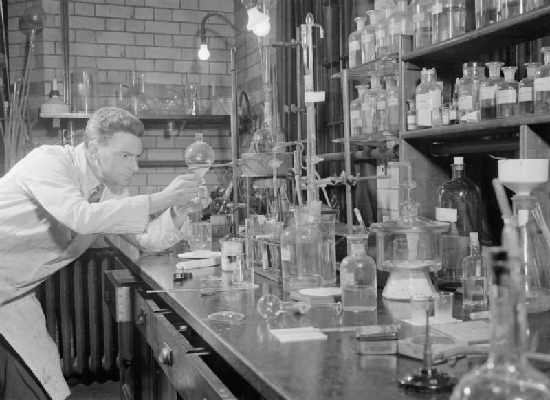 File:Penicillin Past, Present and Future- the Development and Production of Penicillin, England, 1944 D17816.jpg