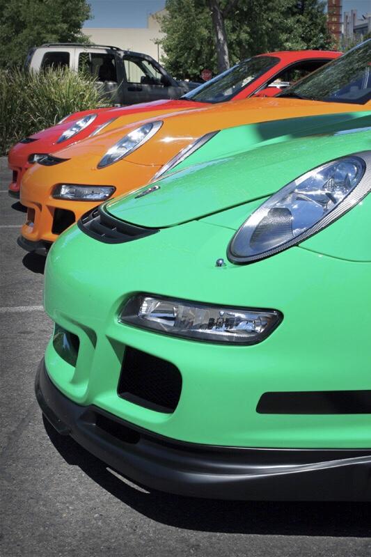 File:Porsche 997 GT3 RS Green, Orange, Red.jpg - Wikimedia Commons
