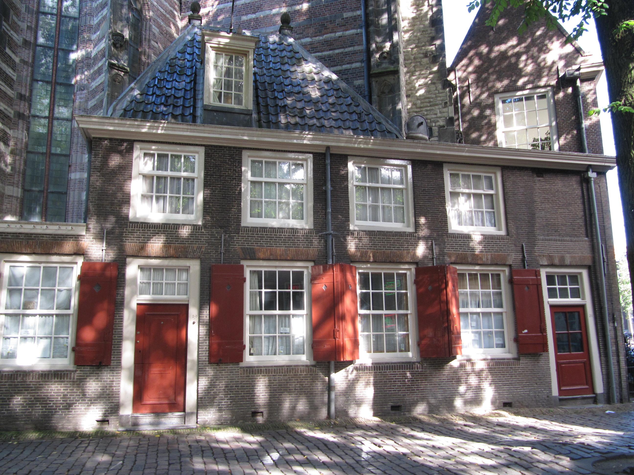 Tegen de oude kerk gebouwd huis ten dele onder plat ten dele onder schilddak in amsterdam for Deco oude huis